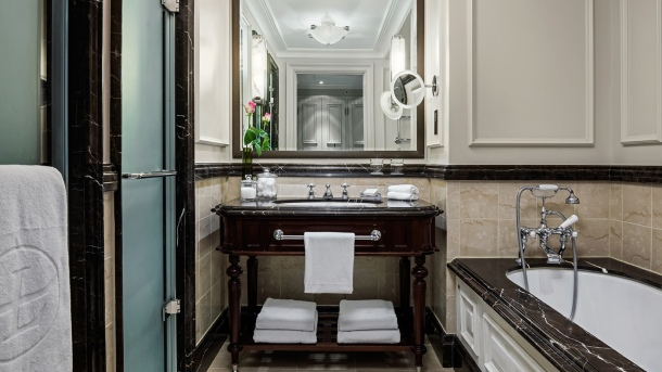tllon-rooms-grand-exec-club-room-bathroom-1680-945