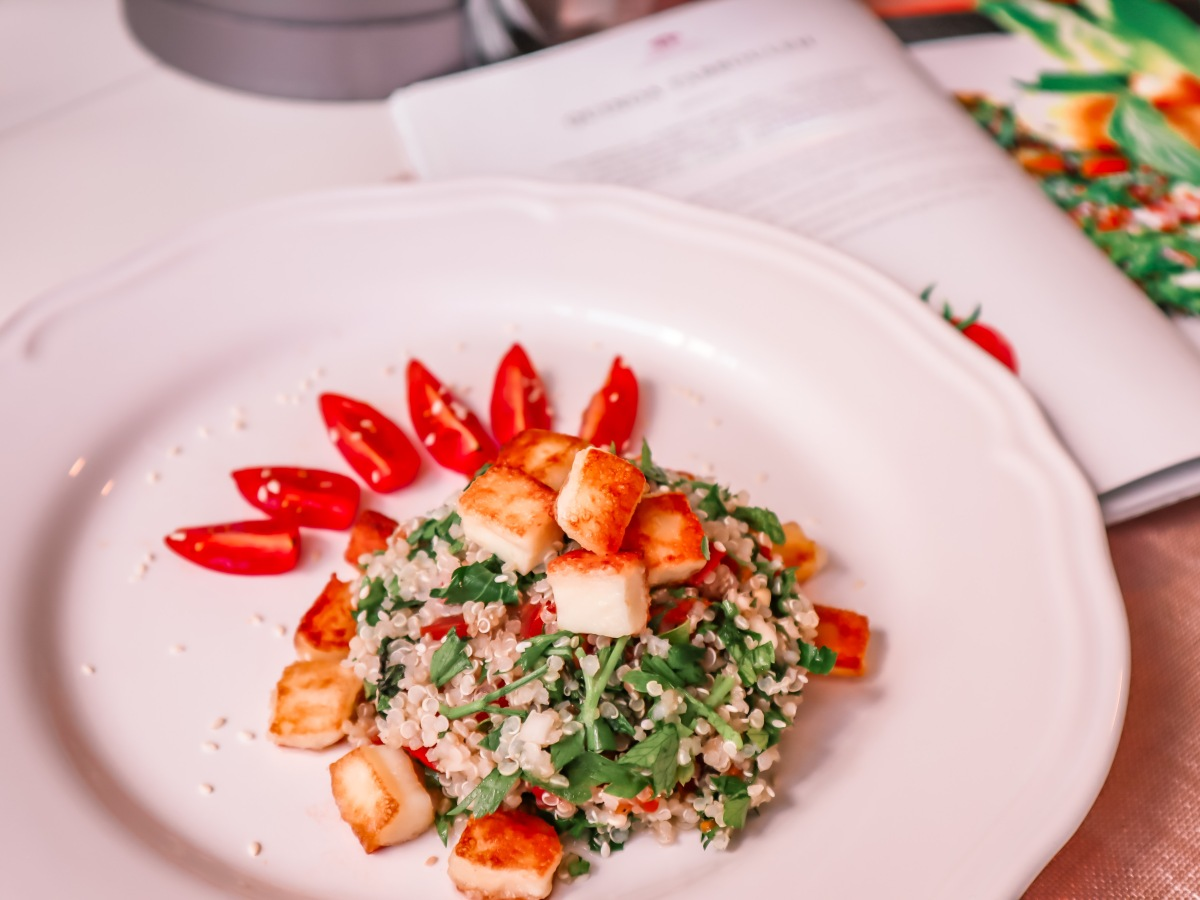 Quinoa Tabbouleh Salad with Halloumi Cheese. The Best Recipes 15 min