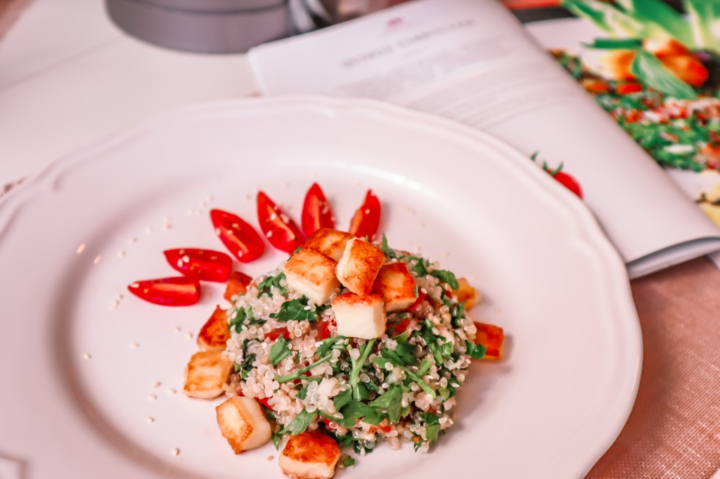 Quinoa Tabbouleh Salad with Fried Halloumi Cheese. Easy and Delicious Recipe